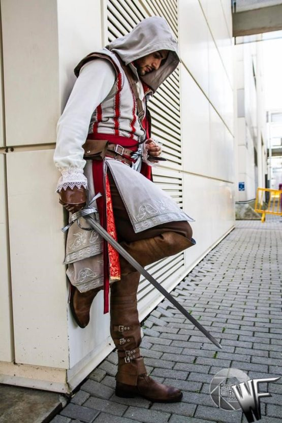 Assassin's creed cosplay costume, with Altair characther. Ubisoft