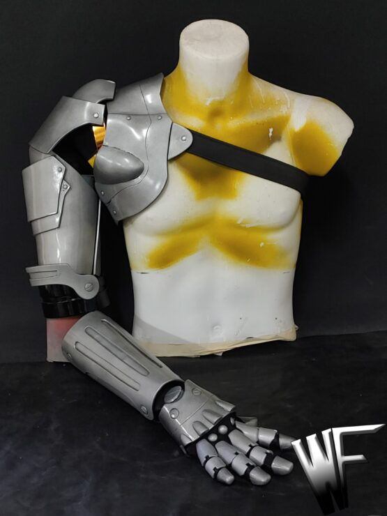 Automail Full Metal Alchemist cosplay of Edward Elric